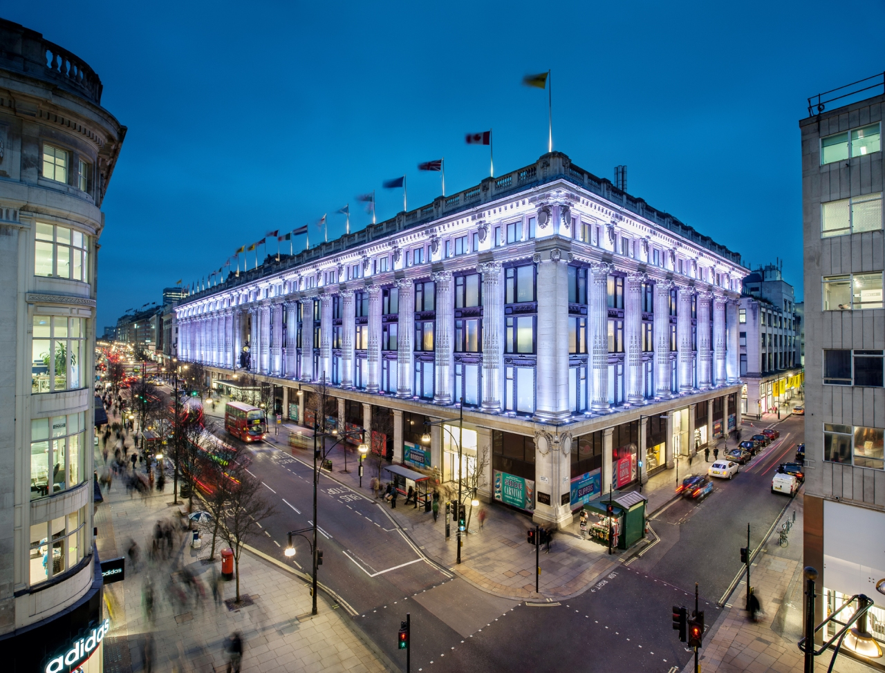 SELFRIDGES_London_East_Corner_at_night_Credits_Andrew_Meredth
