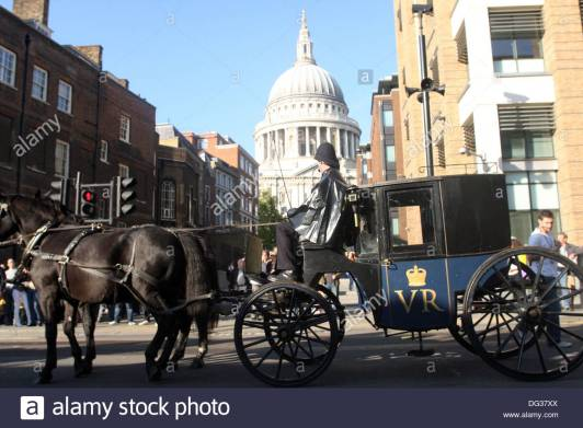 st-pauls-london-with-old-fashioned-police-carriage-dg37xx