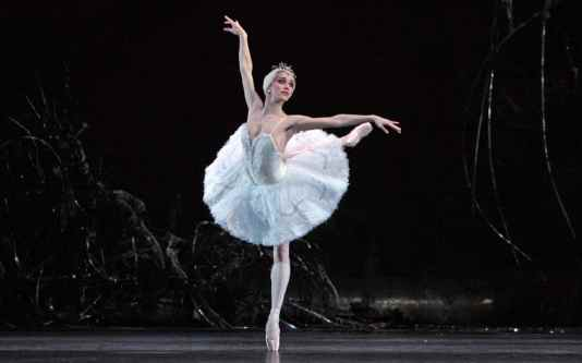 swan-lake-royal-ballet-xlarge