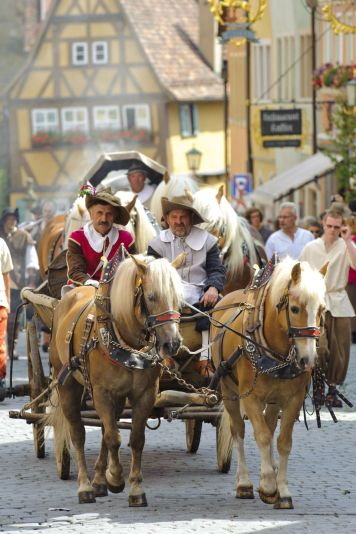 meistertrunk-the-annual-medieval-parade-in-rothenburg-ob-der-tauber-germany