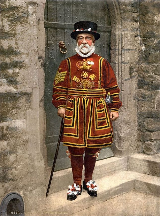 666px-Detroit_Publishing_Co._-_A_Yeoman_of_the_Guard_(N.B._actually_a_Yeoman_Warder),_full_restoration
