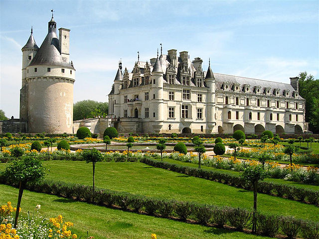 640px-Château_de_Chenonceau_-_west_view_from_Catherine_de_Medici_Gardens_1a_(4_May_2006)