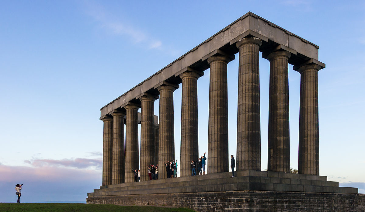 Tourists_posing_at_the_National_Monument_of_Scotland