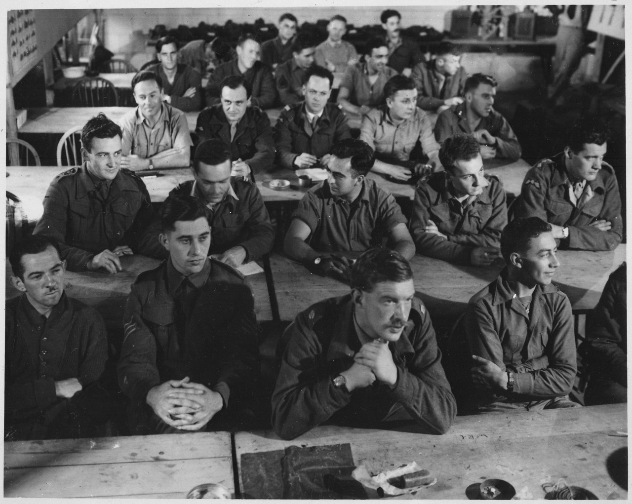 Audience_in_demolition_class._Milton_Hall,_England,_circa_1944.,_1943_-_1944_-_NARA_-_540063.tif